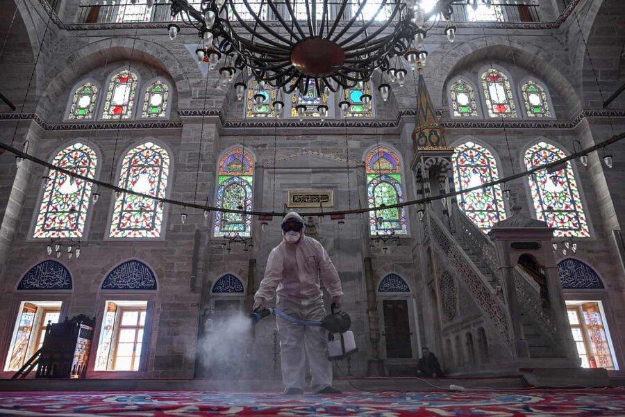 عکس روز، ضدعفونی مسجد در استانبول