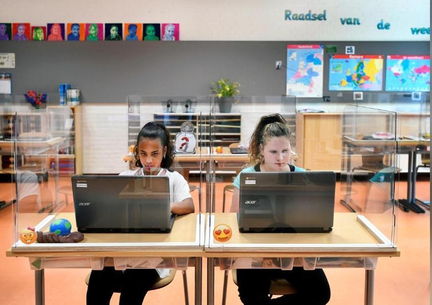 بازگشایی مدارس هلند با حفاظ های پلاستیکی