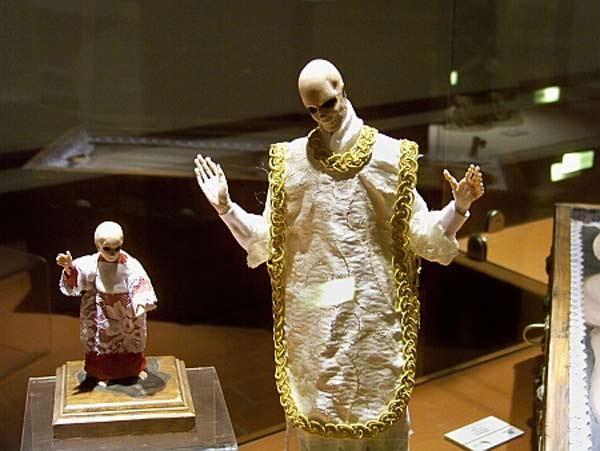 بازدید از موزه مرگ به روایت تصویر